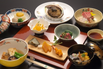 彩り豊かな季節の懐石料理