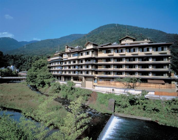 清流早川沿いに構える純和風旅館