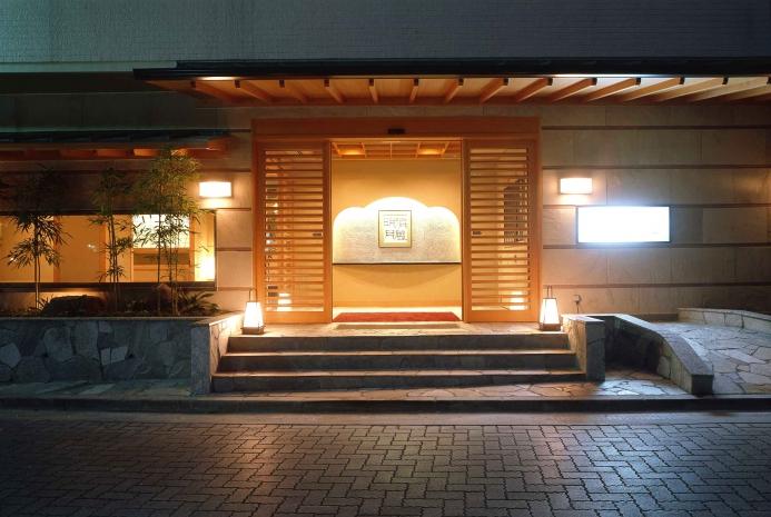 箱根湯本駅徒歩2分の玄関です。