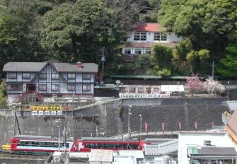 高台からは、四季折々の箱根湯本の景観を存分に楽しめることが出来ます。