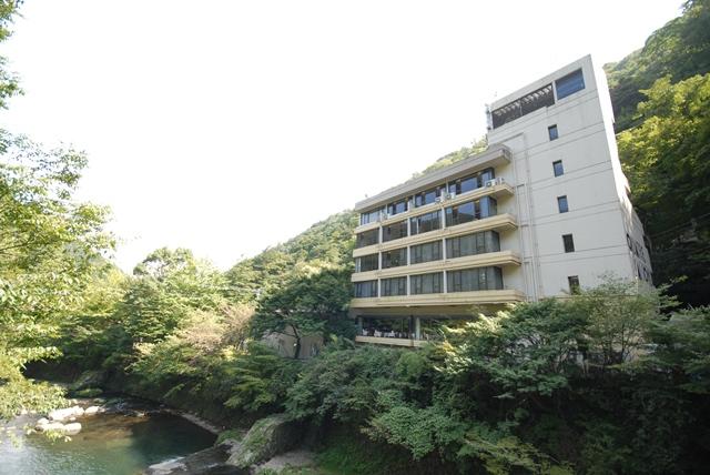 早川渓谷を望むロケーションが自慢
