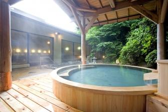 大浴場の露天風呂は男女共に岩風呂と檜風呂の二種