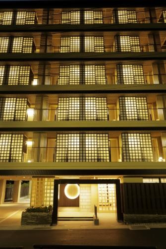 全景:箱根の表玄関・湯本に開業いたしました。