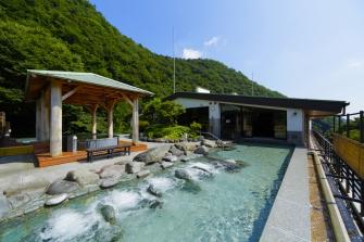箱根の自然を肌で感じられる天空大露天風呂