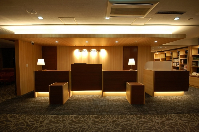 箱根湯本ホテルのフロント。平成28年12月に改装したばかりです。