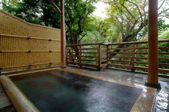 男性専用大浴場「山霧の湯」露天風呂